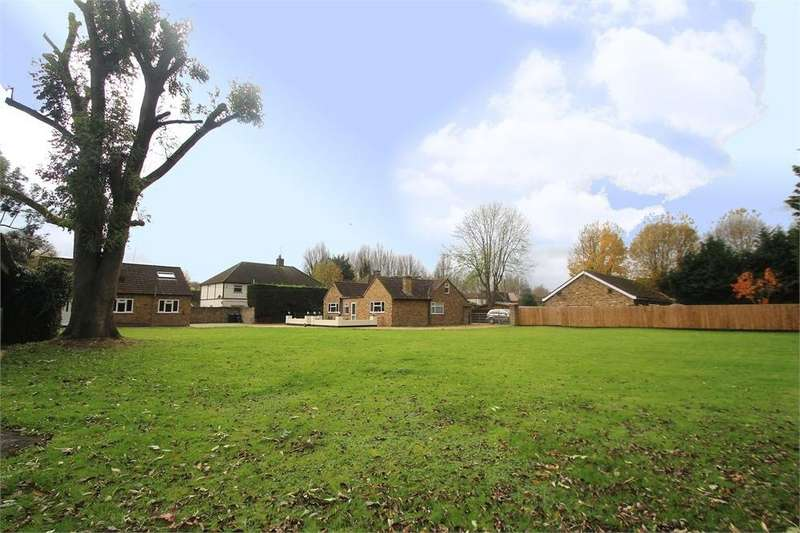 5 Bedrooms Detached Bungalow for sale in Thorney Mill Road, Iver, Buckinghamshire