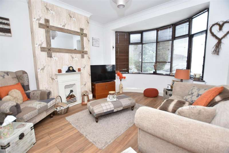 3 Bedrooms Detached House for sale in Meadow Lane, Loughborough
