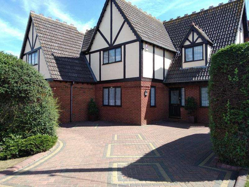 5 Bedrooms Detached House for sale in The Parkway, Canvey Island, Essex, SS8 0AE