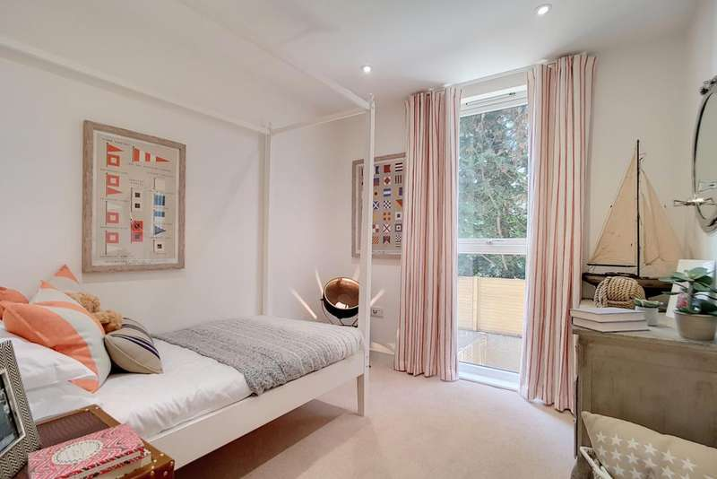 5 Bedrooms Apartment Flat for sale in Parkside Place, SW4