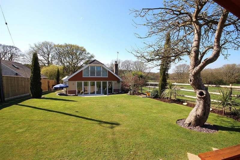 5 Bedrooms Chalet House for sale in Waterloo Road, Corfe Mullen, Wimborne