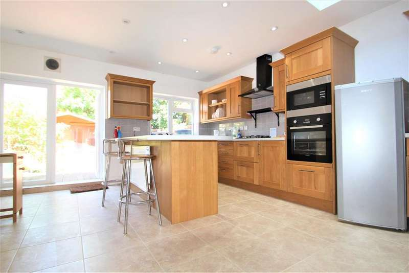 3 Bedrooms Terraced House for sale in Suffolk Road, Barking , Essex, IG11 7QW