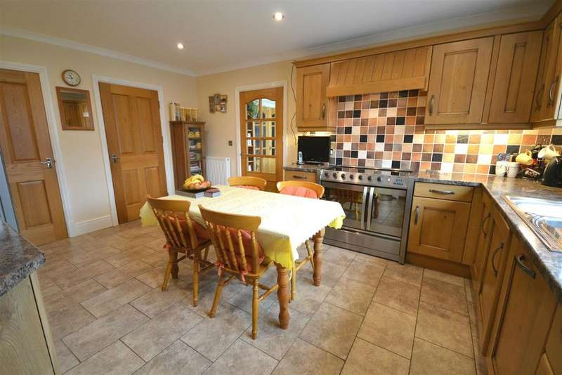 6 Bedrooms Detached House for sale in Crymych