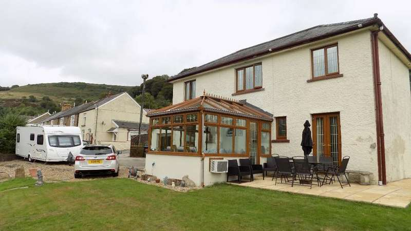 3 Bedrooms Detached House for sale in Mount Pleasant House, Cwmtillery, Abertillery. NP13 1JG.