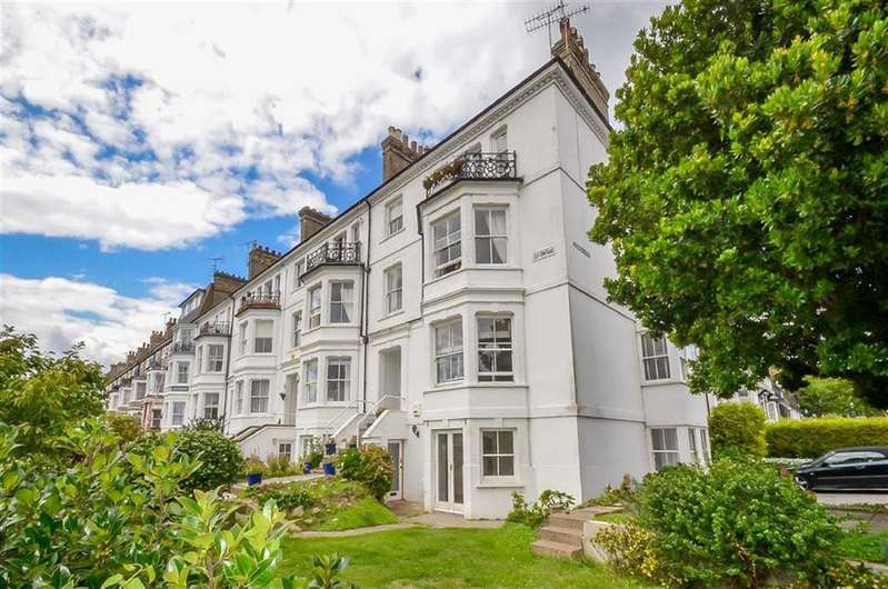 2 Bedrooms Flat for sale in Clifftown Parade, Southend-on-sea, Essex