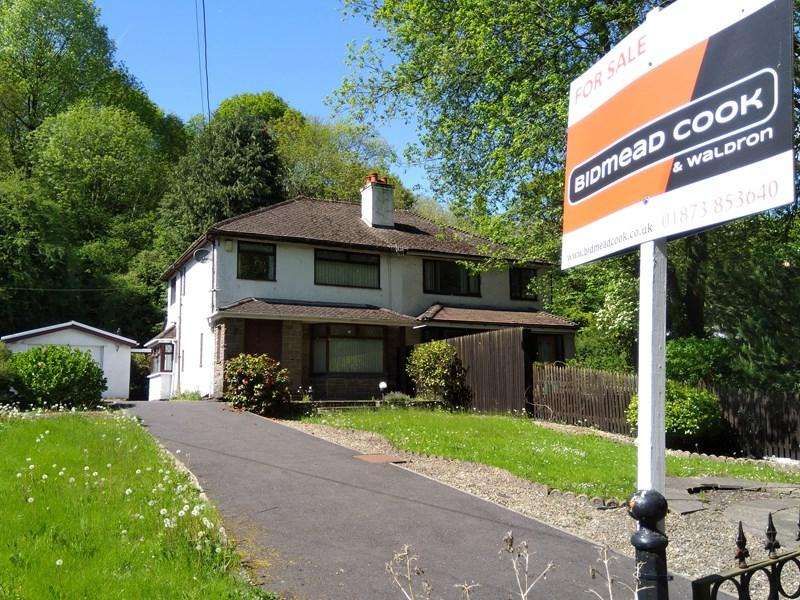 3 Bedrooms Semi Detached House for sale in Saleyard, Gilwern, Abergavenny