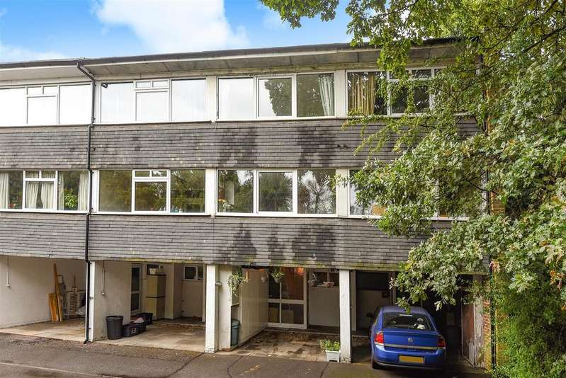 3 Bedrooms Town House for sale in Mill Close, Wokingham, Berkshire RG41 1EP