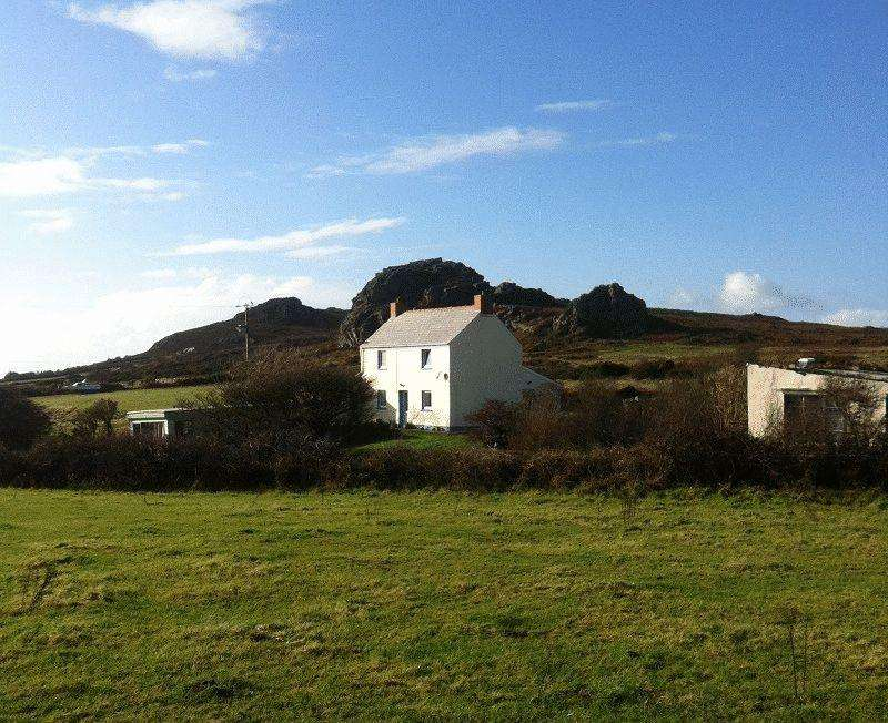 3 Bedrooms Detached House for sale in Pencaer, Goodwick