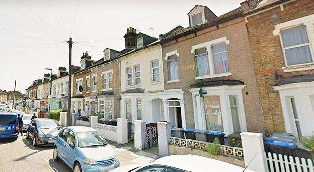 2 Bedrooms Flat for sale in Charlton Road, Willesden, London