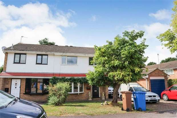 3 Bedrooms Semi Detached House for sale in Trinity, Owlsmoor, Sandhurst, Berkshire