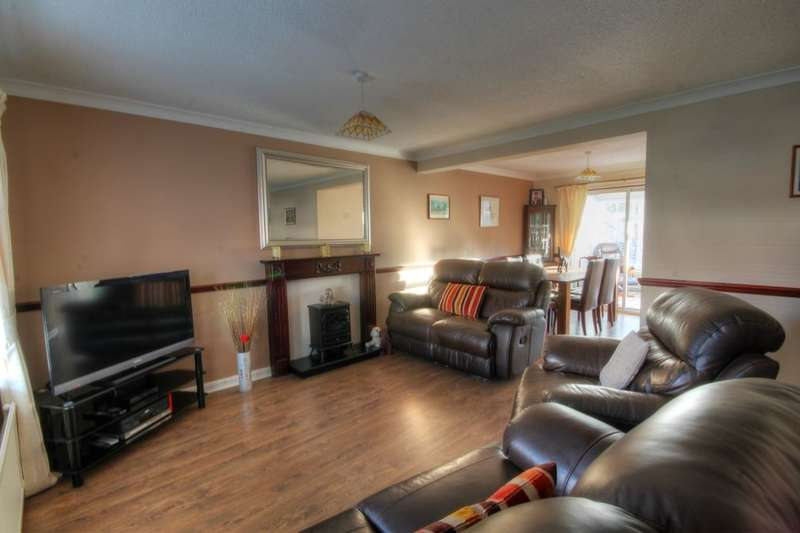 4 Bedrooms Detached House for sale in Nuneaton Way, The Boltons, Newcastle Upon Tyne, NE5