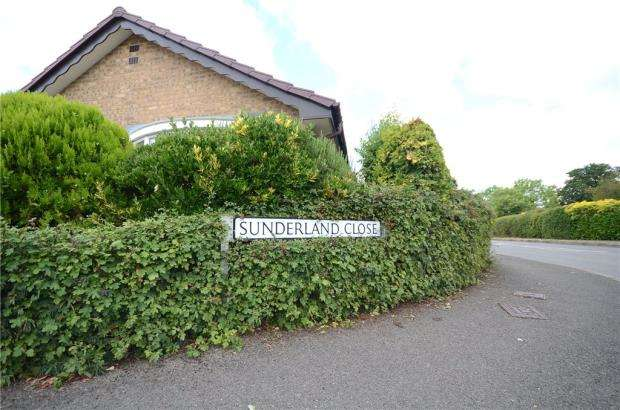 2 Bedrooms End Of Terrace House for sale in Sunderland Close, Woodley, Reading