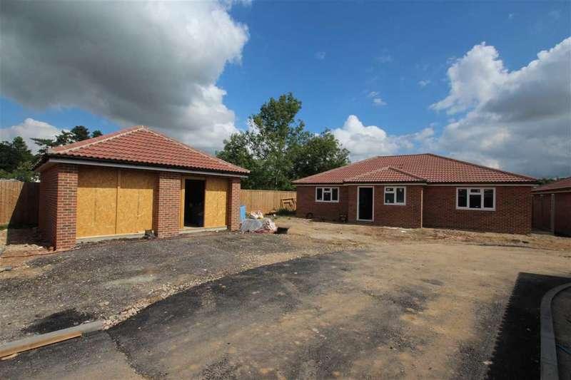 3 Bedrooms Bungalow for sale in Dobbs Lane, Kesgrave, Ipswich