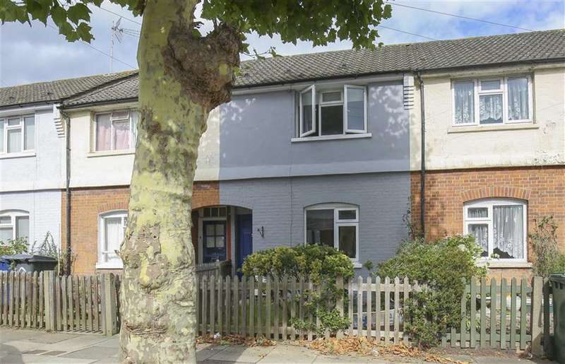 2 Bedrooms Terraced House for sale in Queens Road, Finchley, London, N3