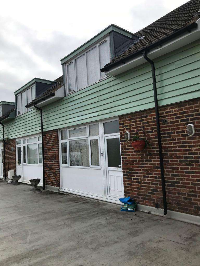 2 Bedrooms Maisonette Flat for sale in Little Chalfont, Buckinghamshire, HP7