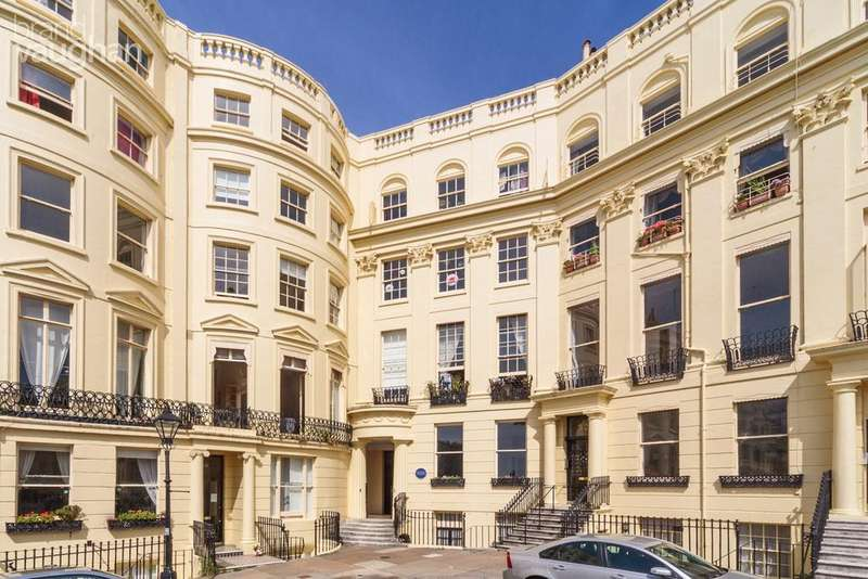 3 Bedrooms Apartment Flat for sale in Brunswick Square, HOVE, BN3