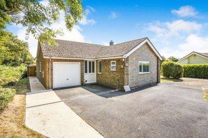 3 Bedrooms Bungalow for sale in Main Road, Withern, Alford, Lincolnshire