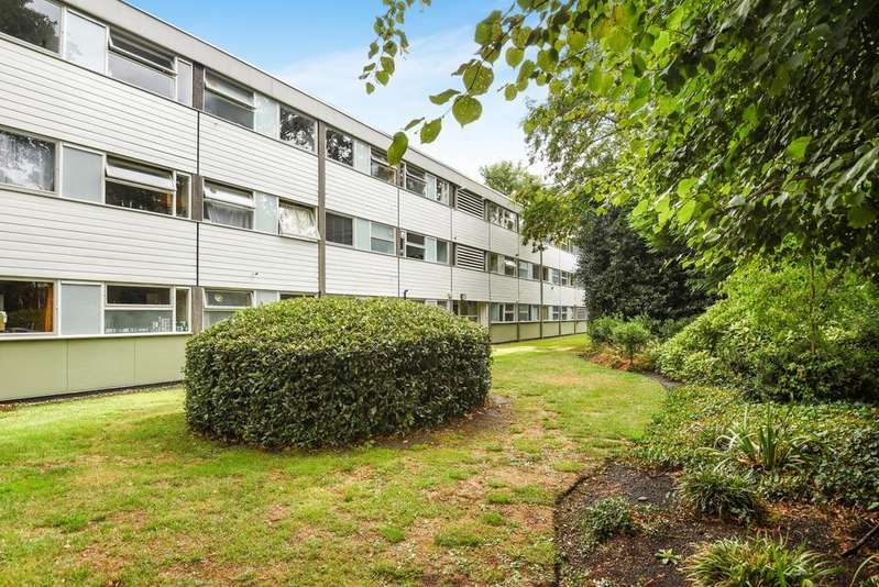 2 Bedrooms Flat for sale in Blackheath Park London SE3