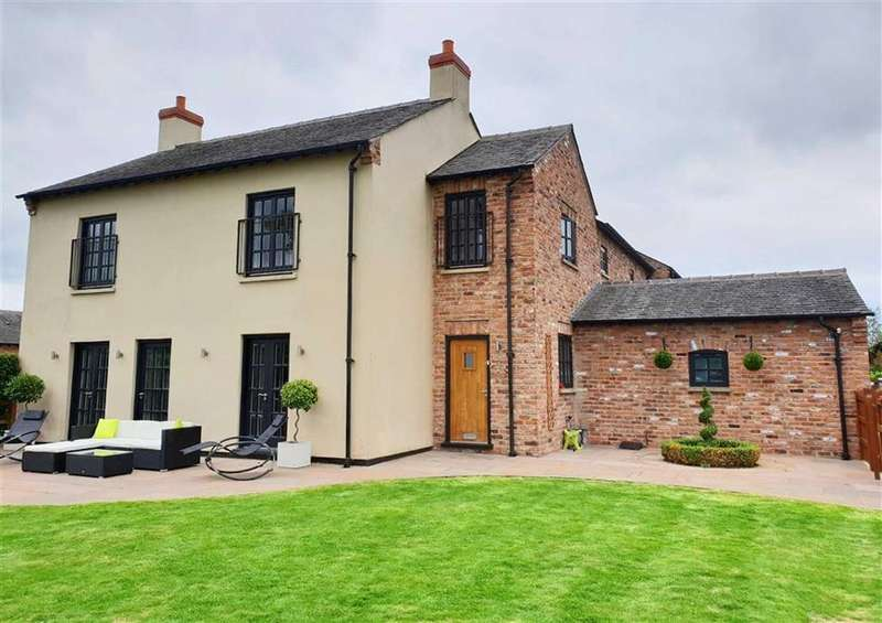 3 Bedrooms Semi Detached House for sale in Bolshaw Farm Lane, Heald Green