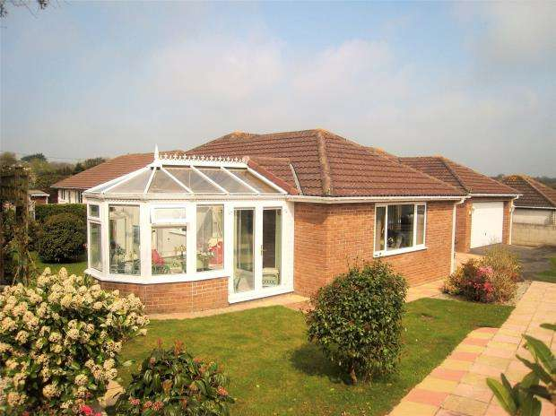 3 Bedrooms Detached Bungalow for sale in Little Trethiggey, Quintrell Downs, Newquay, Cornwall