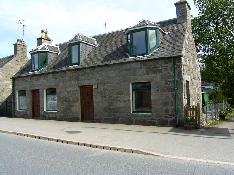 4 Bedrooms Detached House for sale in Newtonmore, PH20 1DD