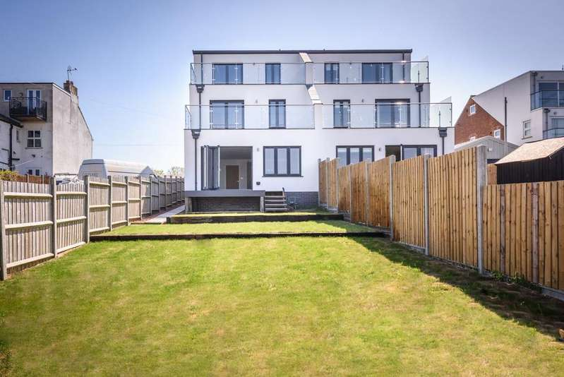 4 Bedrooms House for sale in Lake View Road, NR33