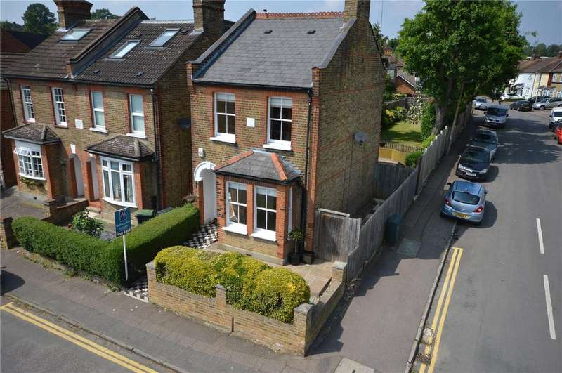 3 Bedrooms Detached House for sale in Allnutts Road, Epping, Essex, CM16