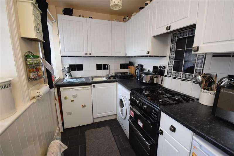 3 Bedrooms Terraced House for sale in Windsor Street, Colne, Lancashire