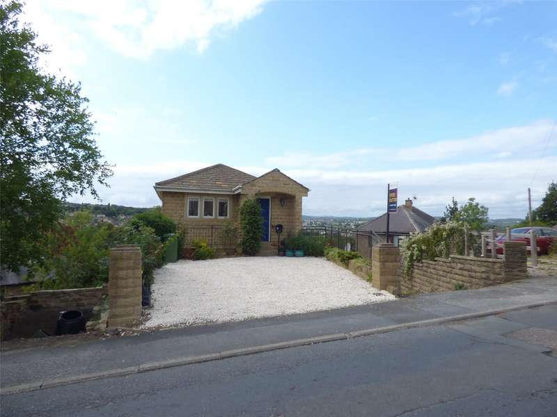3 Bedrooms Detached House for sale in Lascelles Hall Road, Huddersfield, West Yorkshire, HD5
