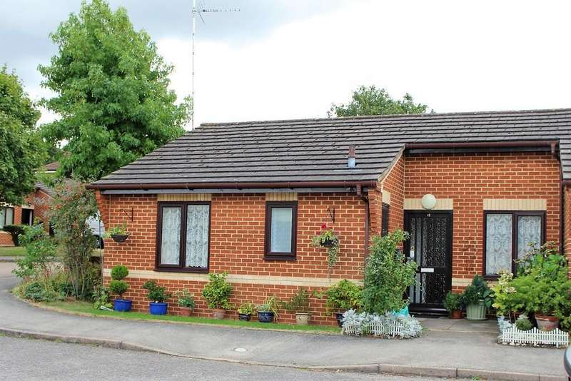 2 Bedrooms Semi Detached Bungalow for sale in Kennett Court, Woosehill