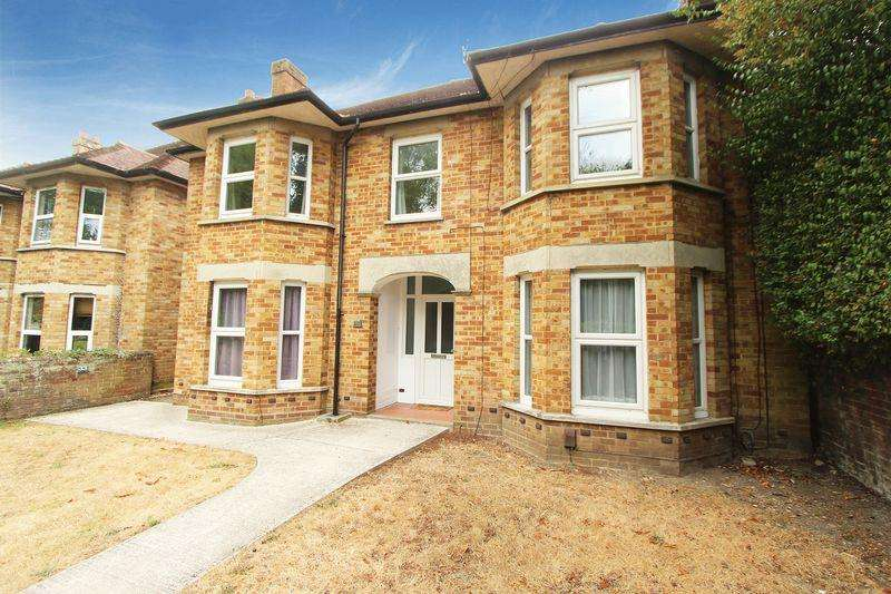 7 Bedrooms Maisonette Flat for sale in Oak Road, Southampton