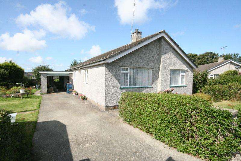 3 Bedrooms Detached Bungalow for sale in Penysarn, Anglesey