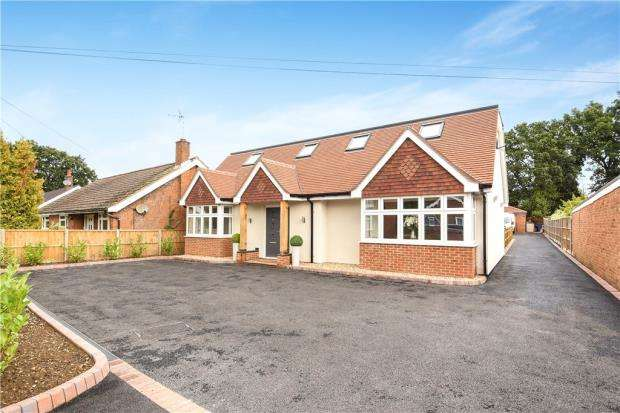 4 Bedrooms Detached Bungalow for sale in Sandhurst Lane, Blackwater, Surrey