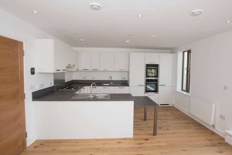 3 Bedrooms Apartment Flat for sale in 19 The Corner, Broughton Park