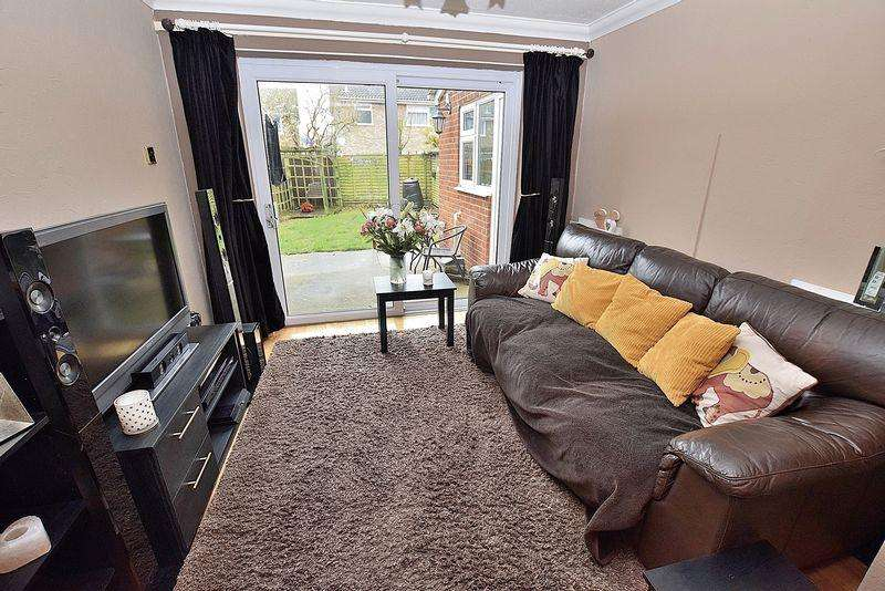 3 Bedrooms Detached House for sale in Hillcroft, West Dunstable