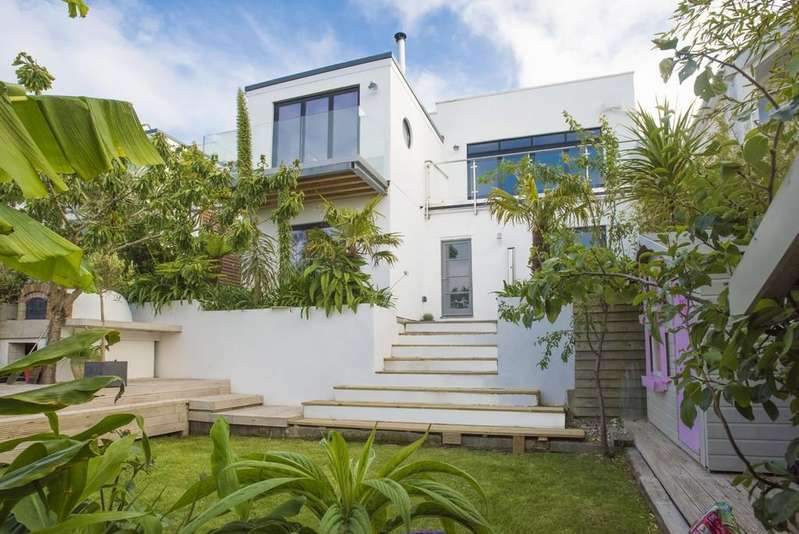 4 Bedrooms Detached House for sale in The Bowjey Hill, Newlyn, Penzance