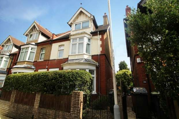 4 Bedrooms Semi Detached House for sale in Tennyson Road, Luton, Bedfordshire, LU1 3RP