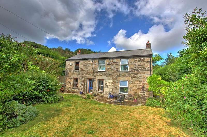 3 Bedrooms Detached House for sale in Tolskithy, Redruth, Cornwall, TR15 3SQ