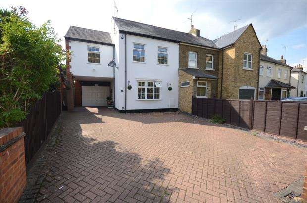 3 Bedrooms Semi Detached House for sale in Denmark Avenue, Woodley, Reading