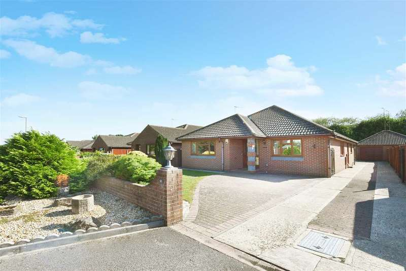 3 Bedrooms Bungalow for sale in ST LEONARDS CLOSE, TITCHFIELD COMMON