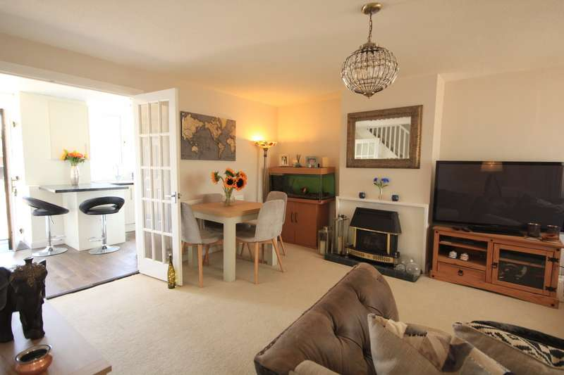 3 Bedrooms Town House for sale in Scott Close, Emmer Green, Reading, RG4
