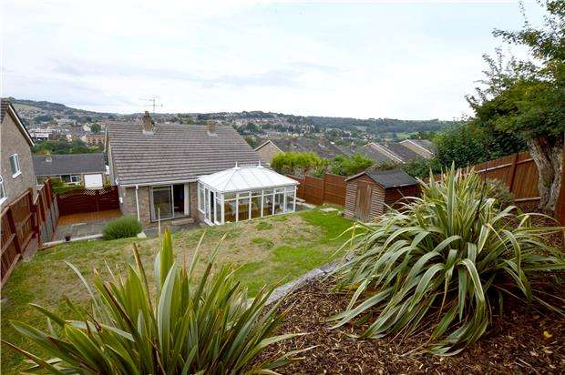 4 Bedrooms Detached House for sale in Castlemead Road, Rodborough, Gloucestershire, GL5 3SF