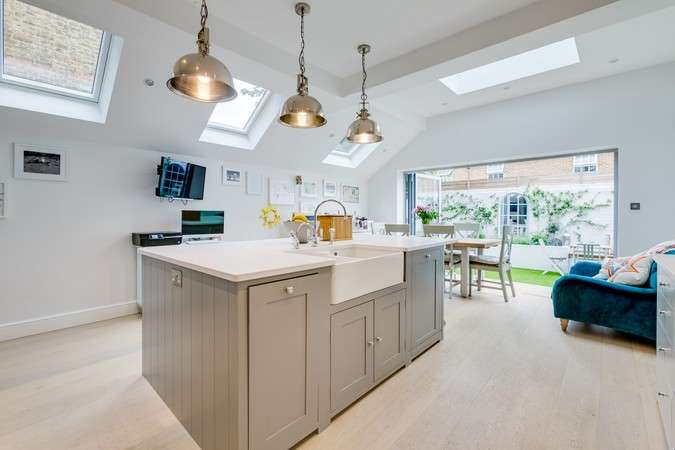 4 Bedrooms Semi Detached House for sale in Agnes Road, Acton