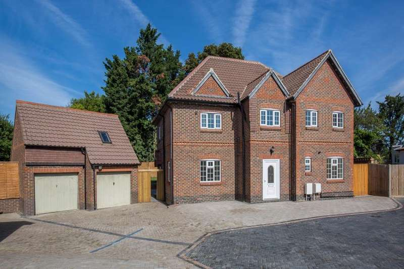 4 Bedrooms Detached House for sale in Woodhill Crescent, Kenton HA3 0LY