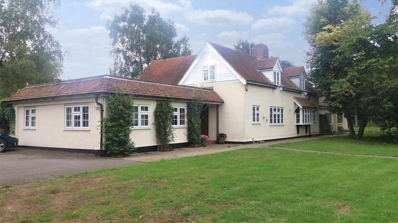 4 Bedrooms Detached House for sale in Wickford ESSEX