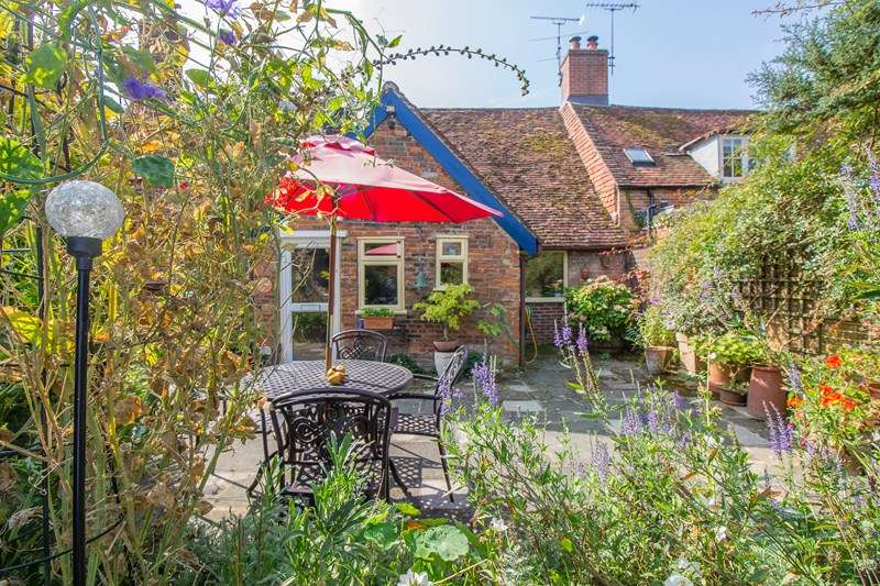 3 Bedrooms Cottage House for sale in Church Street, Liss