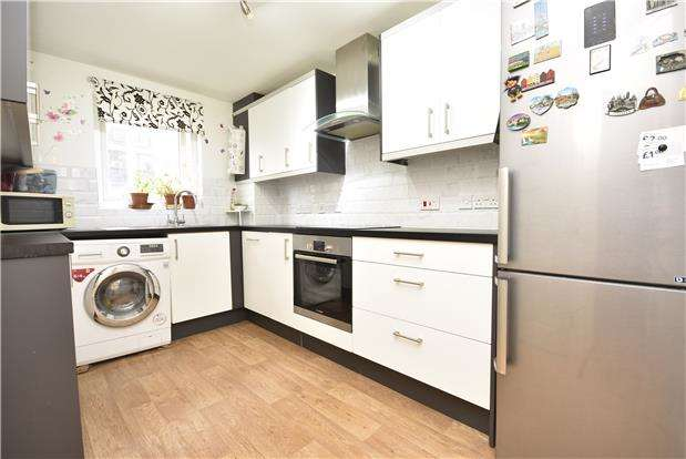 2 Bedrooms Flat for sale in Doudney Court, Bedminster, Bristol, BS3 4AP