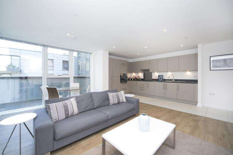 2 Bedrooms Flat for sale in Platinum Riverside, North Greenwich, London