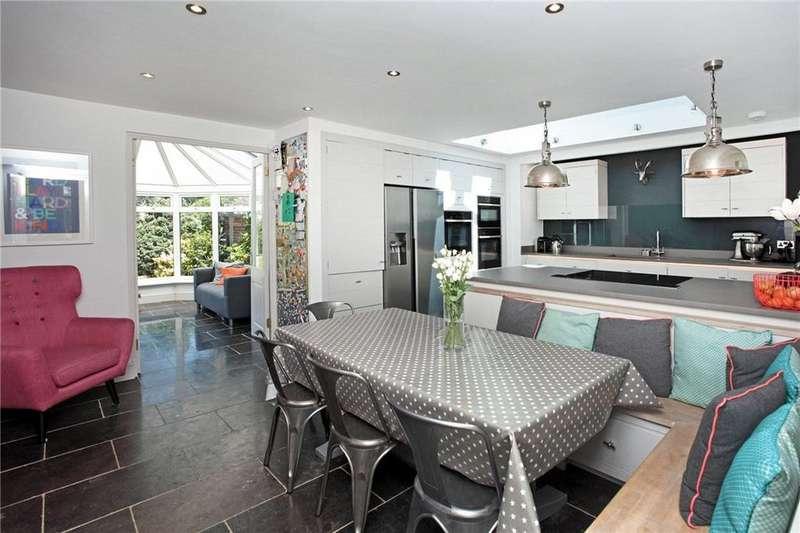 4 Bedrooms Detached House for sale in Cornwallis Avenue, Tonbridge, TN10