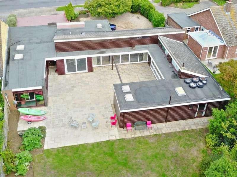 4 Bedrooms Detached Bungalow for sale in Cliff Road, Felixstowe, IP11 9PJ
